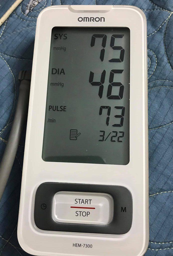 Máy đo huyết áp Omron HEM 7300 sử dụng dễ dàng