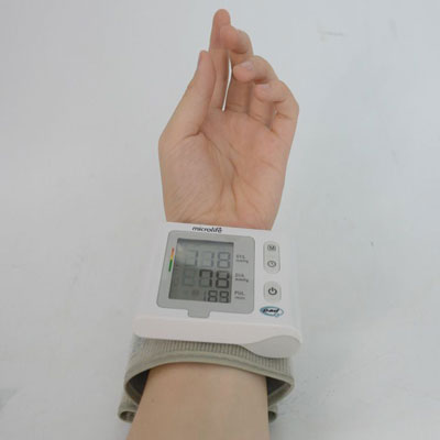 may-do-huyet-ap-co-tay-microlife-bp-w2-slim-wrist