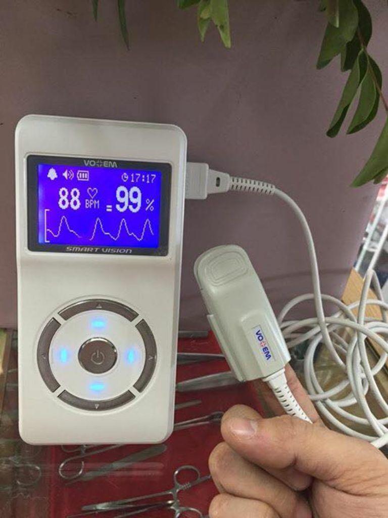máy đo SPO2 cầm tay VO -100