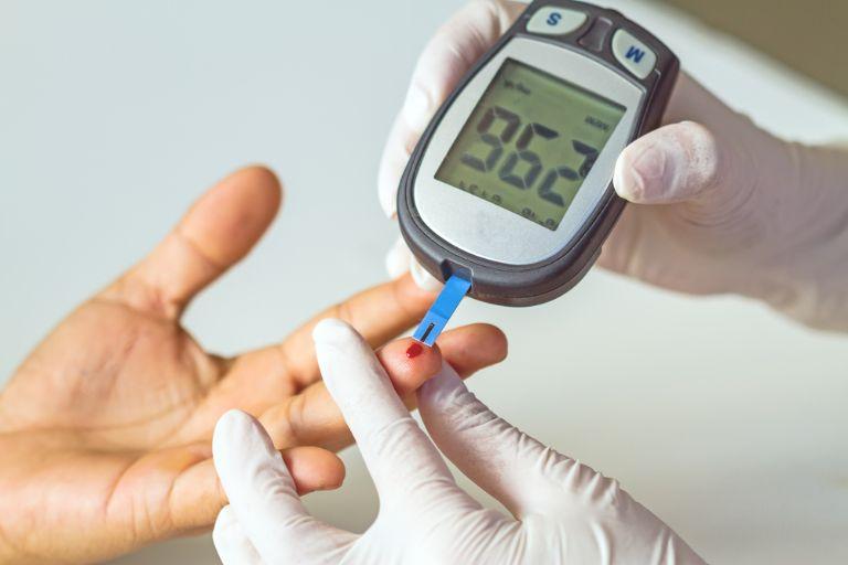 máy đo đường huyết giá rẻ