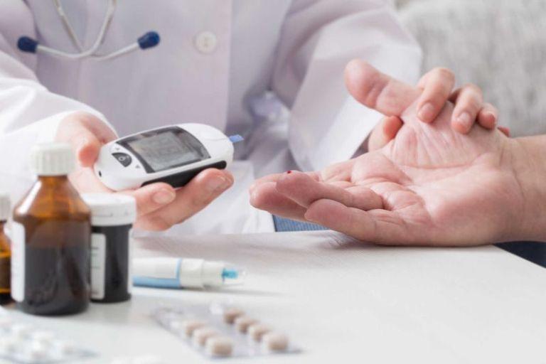 Máy đo đường huyết Nhật Bản