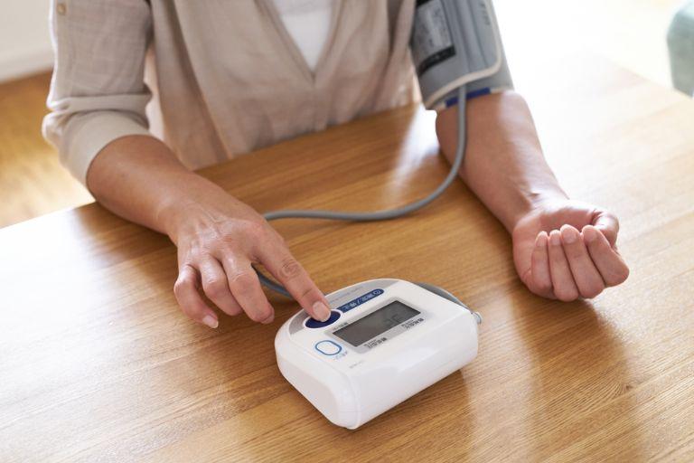 Hướng dẫn sử dụng máy đo huyết áp tại nhà